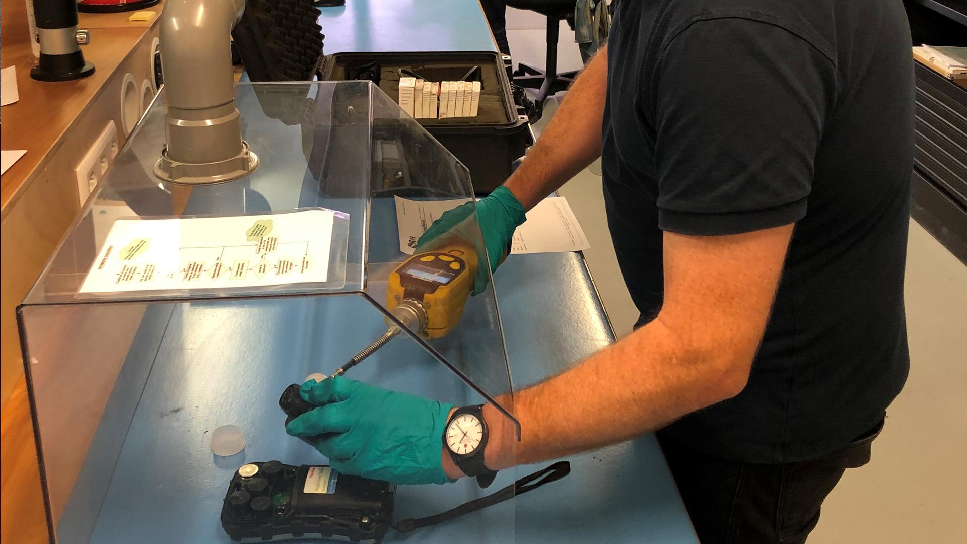 Service voor gecontamineerde gasdetectie toestellen is belangrijk.